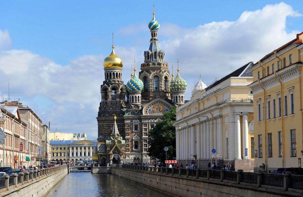 La Cathédrale Saint-Sauveur à Saint-Pétersbourg.